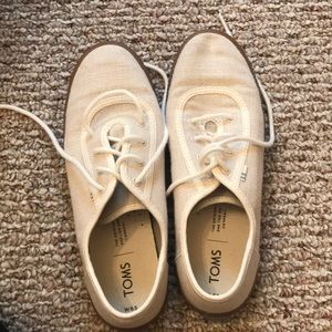 Great condition beige color Toms